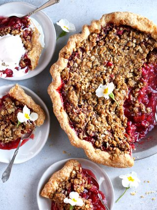 Strawberry Rhubarb Crumble Pie